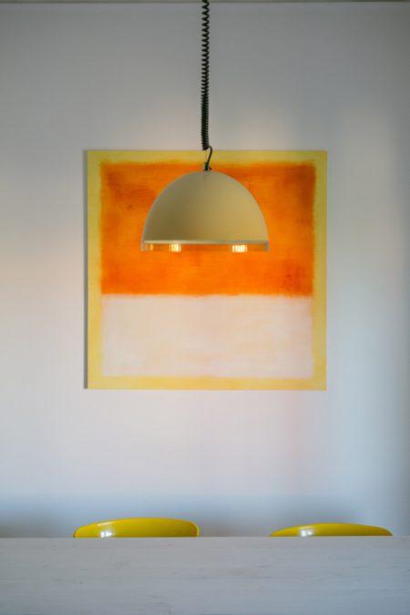 Arredo interni vintage lampada gialla