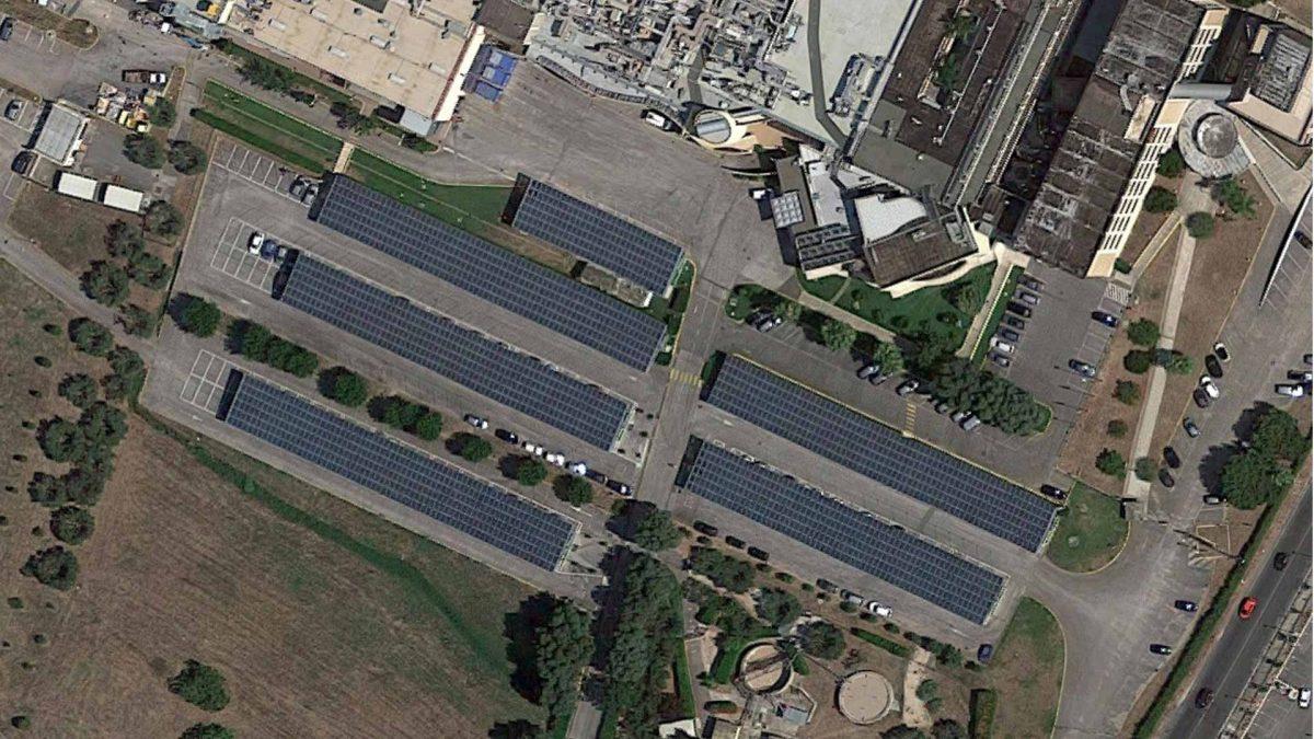 Vista alto impianto fotovoltaico industria farmaceutica